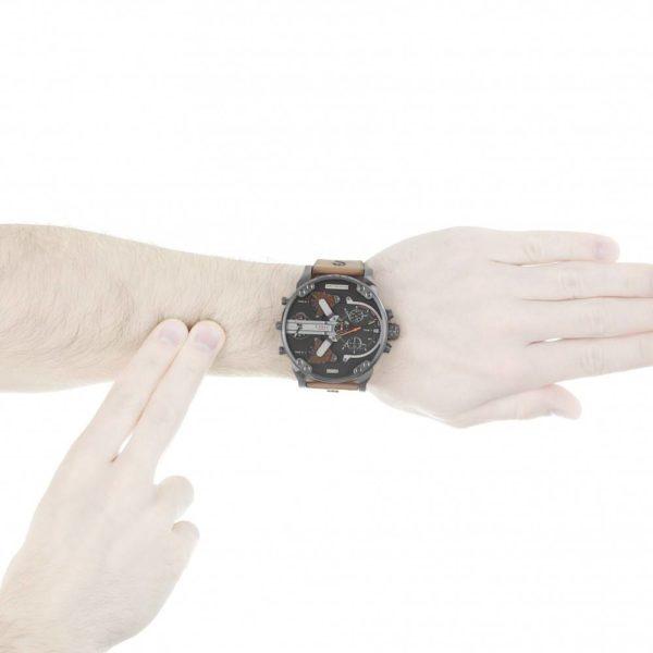 DIESEL Mr. Daddy 2.0 DZ7332 Herrenuhr Chronograph Leder Grau / Braun - John-Calf